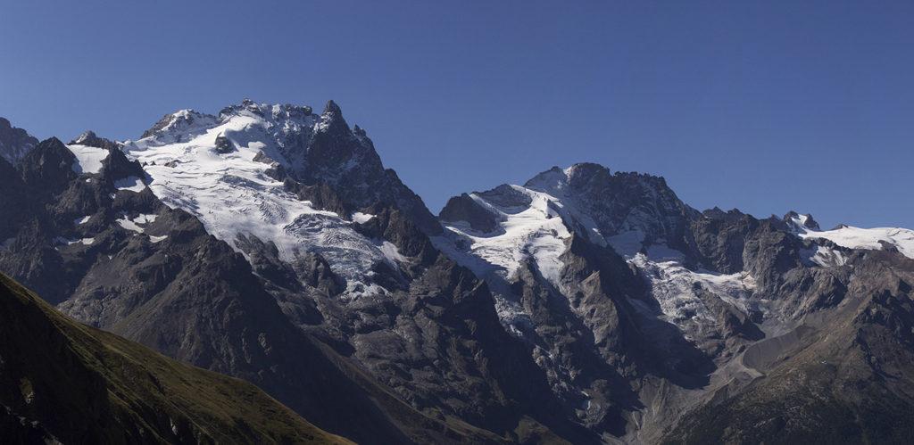 Panorama de montagne en 3 photos