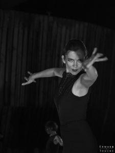 Photographie en Noir et blanc d'une danseuse