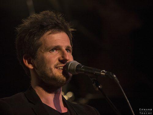 Frédéric Bobin d'Envoyés Spécials chez Renaud au Festival Merci Les Potes